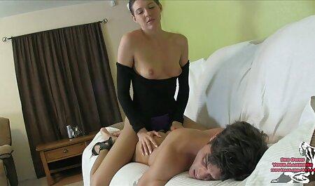 Dos xxx veteranas caseros hermosas morenas y sus sesiones porno en el coche con sus coños