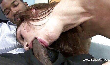 Joven, rubia, coño, chorros, orinando mientras masturbándose un videos xxx con veteranas consolador
