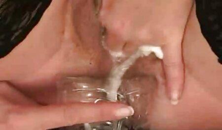 Marido penetración de agua del grifo en el culo de mi esposa de pie en veteranas con jovencitos el cáncer y follando ella es genial