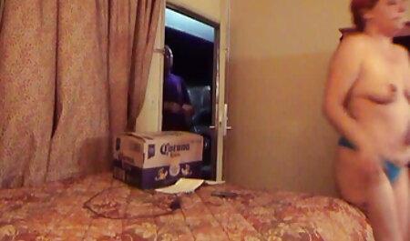Tetas pequeñas no videos caseros veteranas interfieren con sus coños mojados