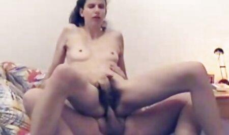Hermosa chica masturbándose y videos caseros maduras xxx deepthroats la gran polla de su novio