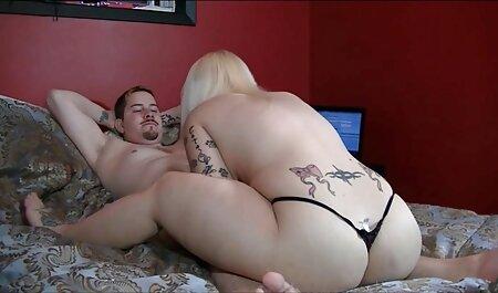 Una joven puta está lista para follar de diferentes maneras con su amante en la cama veteranas calientes