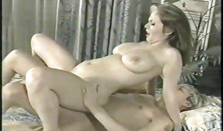 Oculto leva videos de veteranas follando recording operation pussyjob de joven amateur sentarse en la suelo
