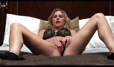 Una mujer madura con buen veteranas cogedoras culo, redondo, muy feliz de ofrecer servicios sexuales para un hombre