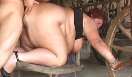 La joven pornografía modelo reunirse la persona en la parque veteranos follando y follada él en casa