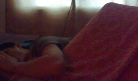 Una videos sexo con veteranas perra abre su coño de par en par con un consolador gigante y frota suavemente el vibrador hasta ella