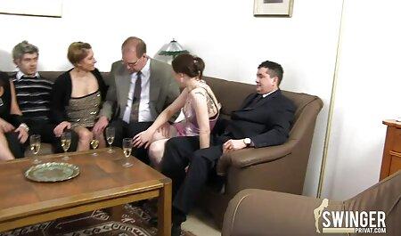 Un hombre adulto invita a veteranas con jovencitos una joven morena a probar un consolador y follar yo mismo