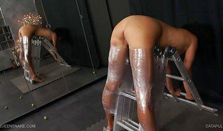 Joven amateur videos de pornos maduras es la sea de mear y semen en su depraved cara