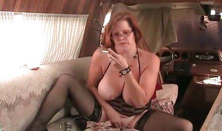 Madura Rubia fuma videos con veteranas un cigarrillo y ver su coño jodido chupando polla