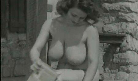 Culo de una veteranas viciosas estrella porno, y su novia follando con juguetes sexuales