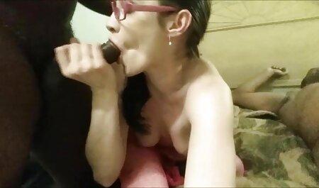 Sexy veteranas con jovencitos amigo Bruuk abrir su culo y saltar sobre su polla