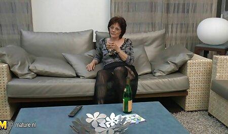 Madura puta atormenta su coño veteranas con adolecentes y culo con un vibrador hasta que alcanza el orgasmo