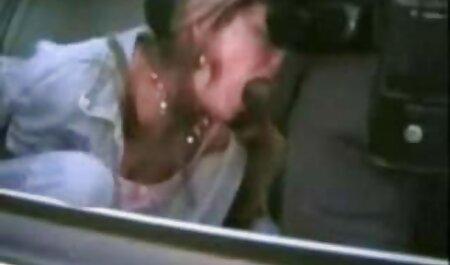 Adolescente con Adolescente novia tratando de ver Hardcore estilo perrito en el cuarto veteranas cojiendo de baño
