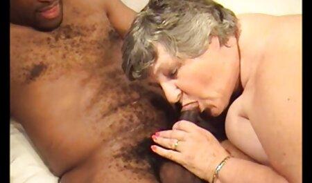 Una joven abiertamente muestra cojiendo veteranas su coño con un artista de recogida, y aceptó gay de él