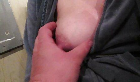 Gran falo enérgicamente folla a un joven videosxxxveteranas de pierna larga modelo porno en su coño