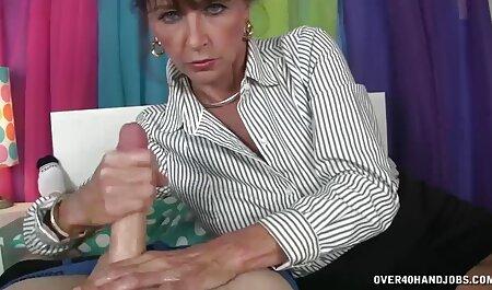 Coño porno modelo joven checa se muestra en todo su esplendor, videos pornos de mujeres veteranas mientras que haciendo manualidades