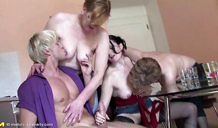 Amigos pelea se convierte en el sexo lésbico veteranas culonas follando