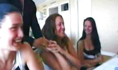 Brutal Chico se folla a su joven novia en la boca con veteranas muy calientes un falo