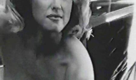 Rubia Madura difusión cojiendo con veteranas de culo después de profunda succión chicos pene