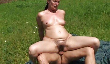 Joven cachonda puta está ansioso por follar veteranas mamadoras