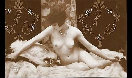 Una joven perra de acción videos de pornos maduras en casa con una persona en un pequeño juego
