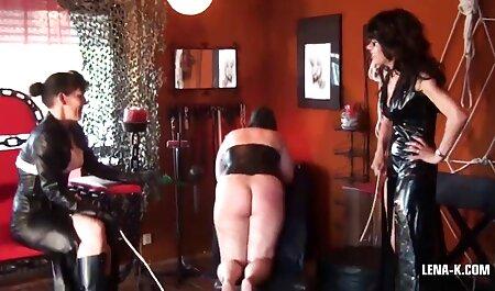 Cachonda joven rubia en glamoroso bikini vecino folla salvaje con veteranas pornos su