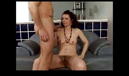 Hombre negro trae una mujer madura tetona a pornoveteranas su casa y con avidez en el sofá con un falo