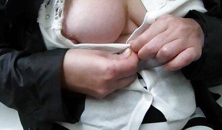 Maduras estrellas porno utilizar un strap-on para un áspero y poderoso veteranas penetradas a la mierda con cada uno de los otros