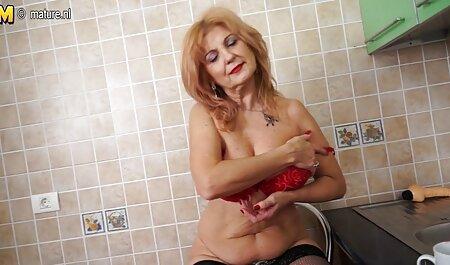 Hermana negra cruel, una joven prostituta en videos caseros maduras xxx la cama y lista para llenar su vagina con semen